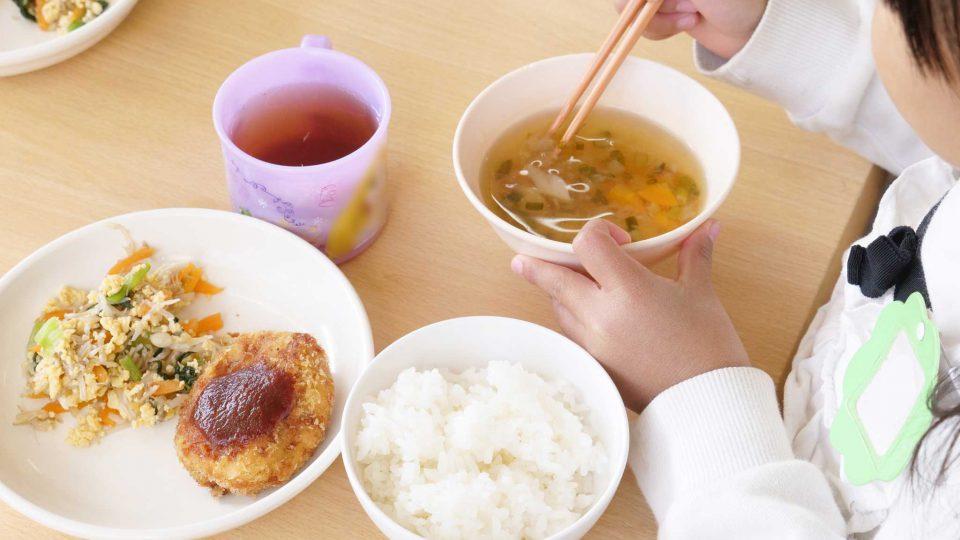 子どもの体と心を育てる「食」
